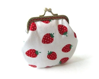 Strawberry change purse, frame coin pouch, cotton fabric, bronze kiss lock clasp, metal change purse, mini bag