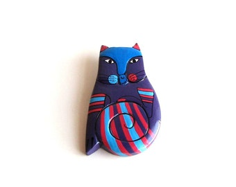 vintage cat brooch . wooden cat brooch . hand painted cat pin badge . blue & purple cat pin . large cat brooch