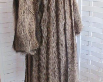 Vintage Raccoon Full Length Beautiful Fur Coat By Lord & Taylor.  Heavy, Rich Color And Style!  Great Price, Just In Time For Winter Season!