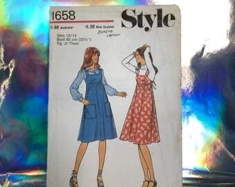 1976 junior/young teens pinafore pattern