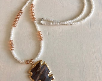 Rosegold and White Arrowhead Necklace