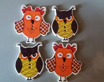Nice set of 4 Mrs and Mr OWL buttons wooden orange brown and yellow
