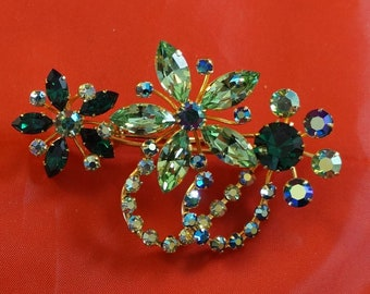 BROOCH With Several Shades of Green
