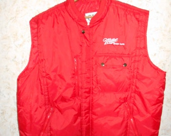Vtg 90s Miller High Life Nylon Puffy Puffer Vest Delivery Driver Red Sleeveless Hip Hop Hipster Retro Zippered Front Mens Size XXL 2XL