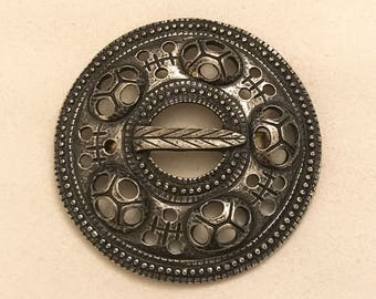 Vintage Tinn-Per Norway Stopt Tinn Pewter Circle Brooch