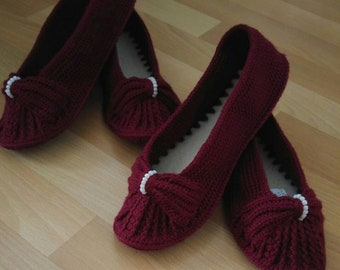 knitting booties with knitting bow and knitting bead