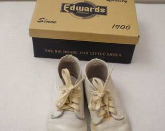 Vintage White Leather Baby Shoes - Edwards Todlins