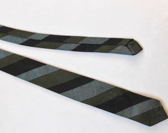 Vintage 1950s/1960s Slim Mens Necktie- Gray-Blue, Black and Green Stripe Pattern!