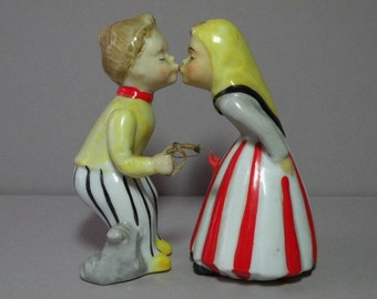 Kissing Couple Figurines