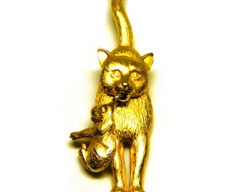 Mother Cat with Dangling Kitten Brooch