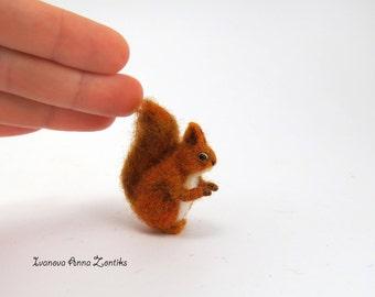 Tiny squirrel, Needle Felted squirrel, Needle Felted Animal, Woodland Animal, squirrel for dollhouse, miniature squirrel, mini squrrel
