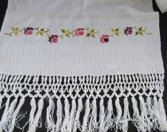 FREE SHIPPING USA Vintage White Cotton Guest Towel With Cotton Fringe and Cross Stitched Floral Design Red, Pink, Green   446