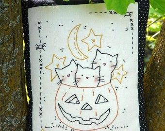 3 Cats Halloween pumpkin embroidery pattern PDF - sheet primitive pillow stitchery hand spider moon stars