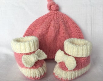 Gift baby knitted handmade baby girl Pixie hat and booties pink with bows, Keychain