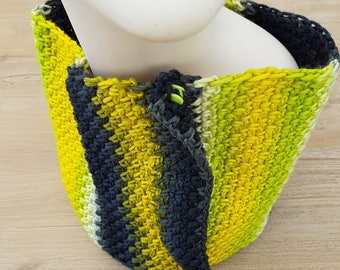 Crocheted cowl stitch xoxo with tones flashy for winter and summer