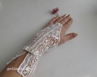 French lace wedding gloves, Bridal gloves, ivory lace gloves, bridal lace gloves,  bridal gloves,