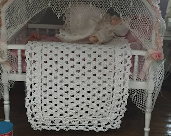 Miniature Crocheted Baby Blanket, Dollhouse Miniature, 1:12 Scale, White Baby Throw, Mini Blanket, Dollhouse Accessory, Decor, Crafts