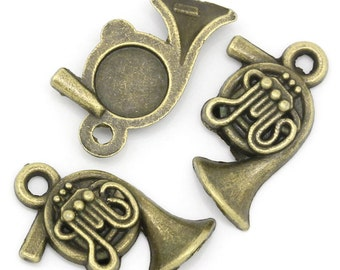 10 Pieces Antique Bronze French Horn Charms