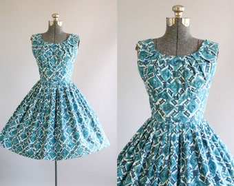Vintage 1950s Dress / 50s Cotton Dress / Teal and White Floral Print Dress w/ Shelf Bust S