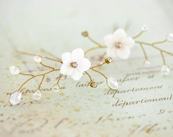 81_Gold bridal hair pin, Flower hair pin, Floral hair pin, White flower pin, Mother of Pearl wedding accessories, Rhinestone hair pin. Set