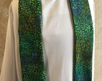 Green clergy stole for ordinary time cotton batik pattern