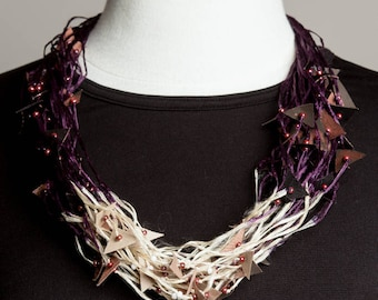hand dyed silken straw yarn necklace, fiber jewellry, contemporary fiber necklace, off white and purple necklace