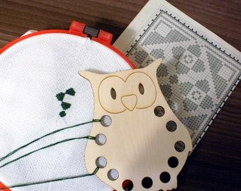 Embroidery floss wooden Thread Holder cross stitch tool embroidery Wood Cross Stitch Needlework Thread keeper Floss keeper OWL