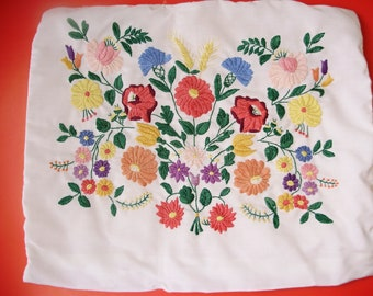 Vintage Hungarian,handembroidered pillowcase w.Kalocsa pattern