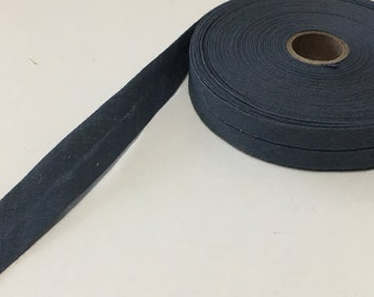 "1 Roll — 12.5 m / 13.6 yds — VINTAGE / ANTIQUE pre-folded bias-tape — dove grey — cotton — 14 mm / 9/16"" wide unfolded — 7 mm / 5/16"" folded"