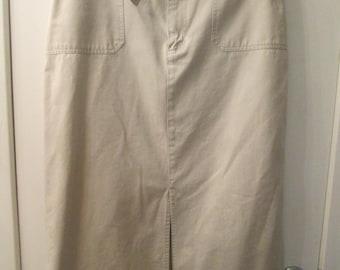 Vintage Gloria Vanderbilt khaki cotton straight front slit self belt skirt. Generous size 16 cotton khaki straight skirt. Classic skirt