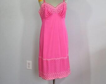 1950s Vanity Fair Hot Pink Slip // Medium