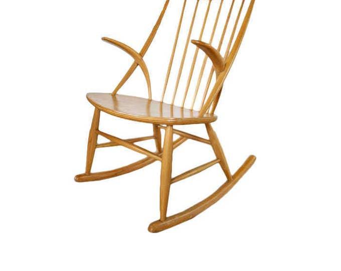 Danish Mid-Century Modern Gyngestol Chair by Illum Wikkelsø