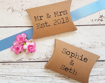 Favour Boxes for Wedding, Personalised, Rustic Kraft Pillow Boxes for Sweets, Seeds, Wedding Favors. Custom with your names. Pack of 10