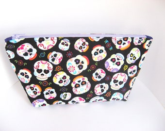 Sugar Skulls Makeup Bag, Dia de la Muerte  Cosmetic Bag, Black Purse Organizer Zipper Pouch with Colorful Sugar Skulls, Toiletry Travel Case