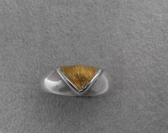 Sterling silver and 22 ct gold band ring