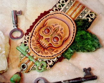 The Verdant Skull - leather & fiber brooch