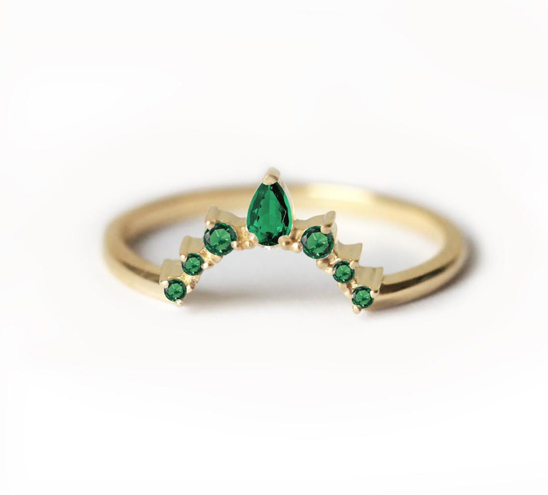 band gia on wedding leda with the ring emerald engagement centre rings diamond cut shoulder round diamonds
