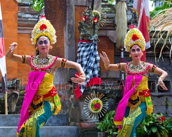 Women in Barong Dance