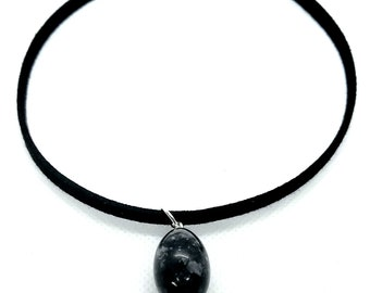 Choker with hanging stone