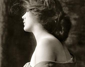 Jane Perfume Mist 1 oz.  Victorian Perfume, Romantic Perfume, Perfume Gift, Feminine Perfume, Floral Perfume, Nostalgic Perfume