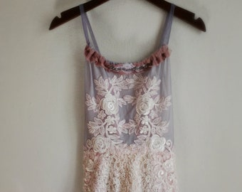 Pale rose lace bohemian wedding dress with open back with lilac mesh with lace appliques. Size small to medium.