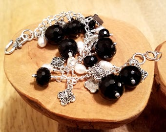 Classic black and white black quartz and freshwater pearl chunky cha cha chain bracelet ... and it's adjustable too!