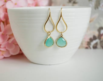 Sea form Green Dangle Earrings, Glass Teardrops Earrings. Gold and Green Wedding, Bridal Chandelier Jewelry. For Her Bridesmaid Earrings