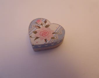 Handmade miniature heart shaped gift box for the shabby chic dolls house