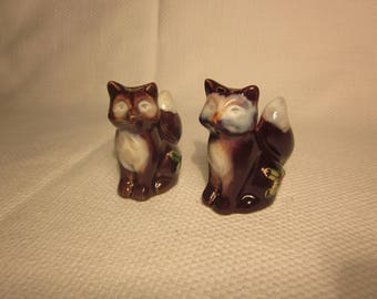 Vintage foxes salt and pepper shakers