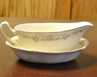 Vintage Gravy Boat with Bowl White Flowers Shabby Mismatched Homer Laughlin Mismatched Panchosporch