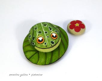 Frog Stone-Hand Painted-Home Decor-Paperweight-Green Leopard Frog-Rock Art