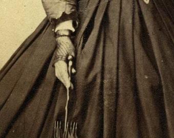 Black lace gloves. Original CDV. France, 1860