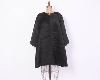 Vintage 80s Avant Garde Coat / 1980s Minimalist Pleated Black Swing Coat