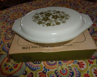 Vintage Kitschy Spring Blossom Pyrex 2 pc Covered Casserole new in box